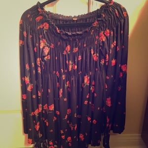 Women's Free People Black top with red flowers Med